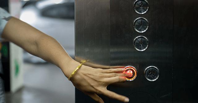 「次のに乗れよ」エレベーターで心ない対応 すると小学生が?