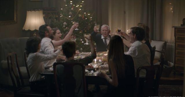 【涙腺崩壊】世界中で話題!!多忙な娘の一言でクリスマスに他界した父・・・