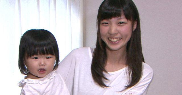 【賛否両論】可愛いと話題になった15歳、現役女子高生ママ。現在の生活が…