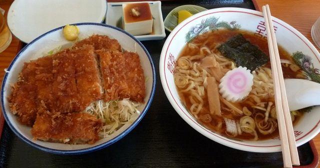 【警告】ラーメン定食は最悪な組み合わせ・・・昼食に「麺+ご飯」を食べてはいけない理由!!