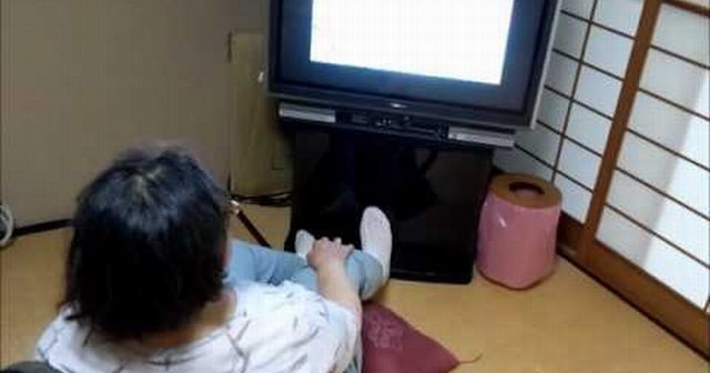 女「ギャー泥棒!!」俺「お前誰だよっ!?」久し振りに実家に帰ったら知らん女がテレビ見てくつろいでた!!