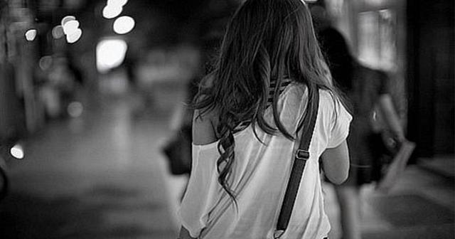 泣きじゃくった深夜の帰り道の恐怖体験。話しかけてきた知らないおばさんに無理やり引っ張っていかれて・・・