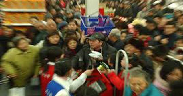 やっぱりイカれている中国、スーパーで異常事態発生『悪魔に取り憑かれて発狂』した女がガチ怖い【動画あり】