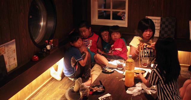 【いざか族】子供同伴で居酒屋に行った男性が喫煙者を注意→その結果・・・