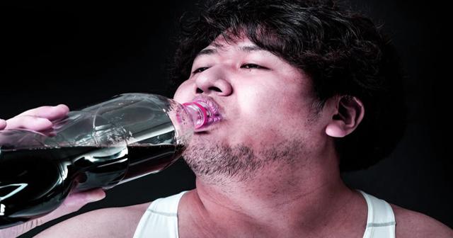 Newバージョン?コーラを1日10缶飲み続ける実験。太る以外の変化がぶっ飛ぶ過ぎて恐ろしい・・・