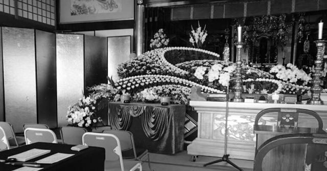 1人、2人、3人・・・あれ?葬儀場に生花を片づけに行くと、葬儀屋のIさんが青い顔をして固まっているんだ・・・