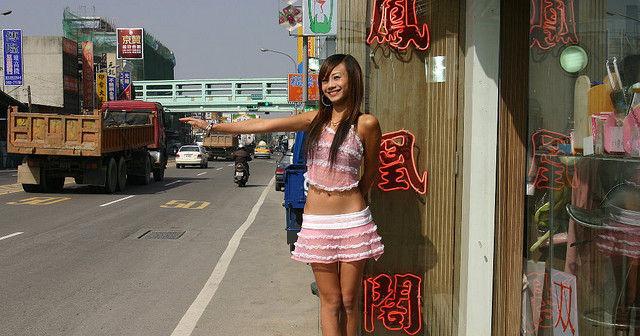 【台湾美女満載】ほぼネ果、台湾で激写されたビン●ウ売りの女の子たちがエロすぎwwwwww