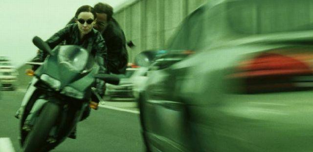 【まるで映画】高速道路でバイクが逆走!!その理由がヤバイ!!! ※動画あり
