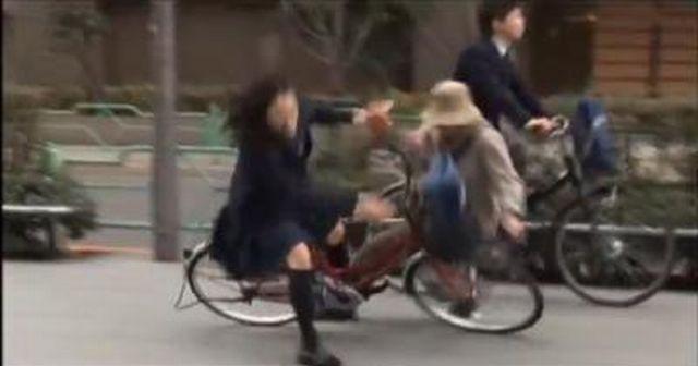 【殽人マシーン】自転車ジ故で77歳の女性をタヒ亡させた女子大生の素性がヤバイ!!!
