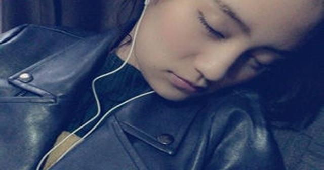 【超衝撃】機内で寝ている可愛い女子大生(22)に「手マソ」した結果wwwwww