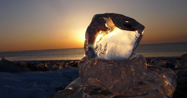 【幻想的】一度は観たい。キラキラ輝く海の宝石「ジュエリーアイス」