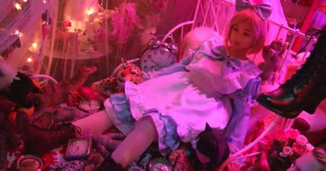 狂気の館に潜入!閲覧注意※「空き地で焼けこげた人形を拾ったのが始まり」──ラブドールひしめく館がヤバい・・・