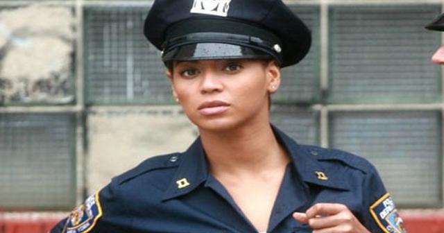 【海外発!】26歳美人警察官、セクシーダンス動画を投稿して解雇wwwwww
