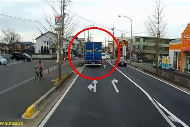 【感動】突然前方のトラックがハザードで警告⇒意味を知って、感謝の気持ちが溢れた…【動画あり】