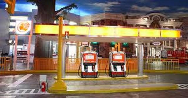ガソリンスタンド店員は静電気除去パットに触ると危険らしい…