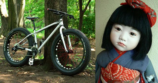 【不思議な体験】自転車で山越えをしていると、「も゛っも゛っも゛っ」といううめき声が聞こえ、何かが背中にドスッと落ちてきた。涙目になって走り続けたら、日が沈み始めた峠の中腹あたりで、小さな女の子に遭遇した。→俺「幽霊か…」